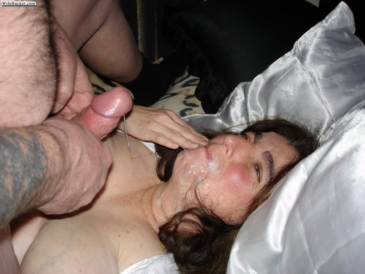 Drunk wife used as cum bucket hd