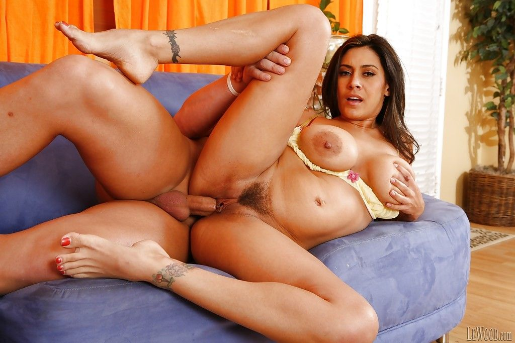 Tattooed brunette raylene shows big saggy tits and sexy ass