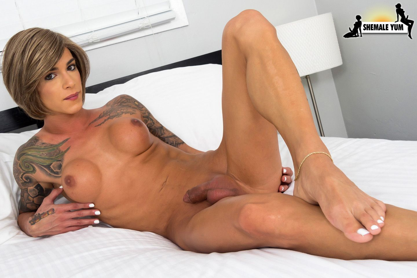 Black shemale beauty inserts sex toy in tight anal and jerks shemale sex